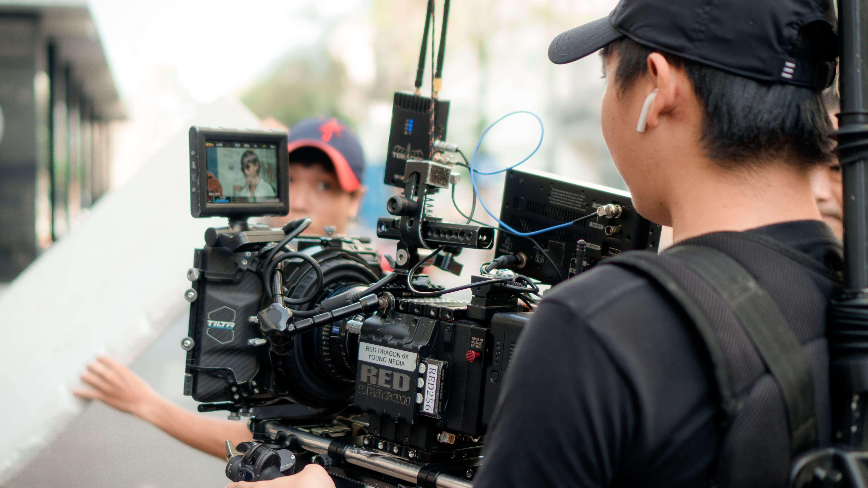 映像制作・動画制作の会社なら大手企業の実績多数!映像制作REXへ                            【2020年度まとめ版】映像制作の料金相場と費用